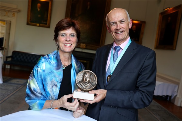 Louise Richardson, Vice-Chancellor of University of Oxford, receives