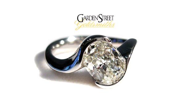 round_silver_diamond_ring