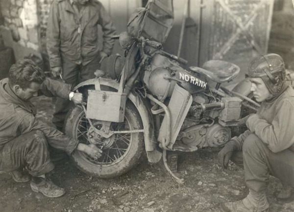 Adjusting Bearings of a Type V 42WLA - WWII Motorcycle