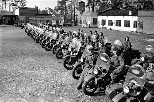 Rows of GIs with their WLAs - WWII
