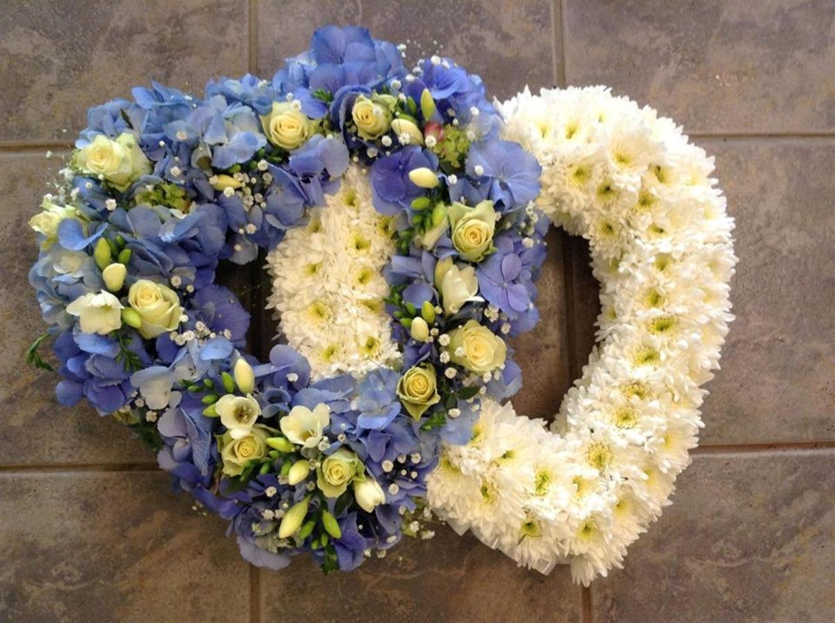 Molly blooms ltd penketh funeral flowers penketh flowers izmirmasajfo