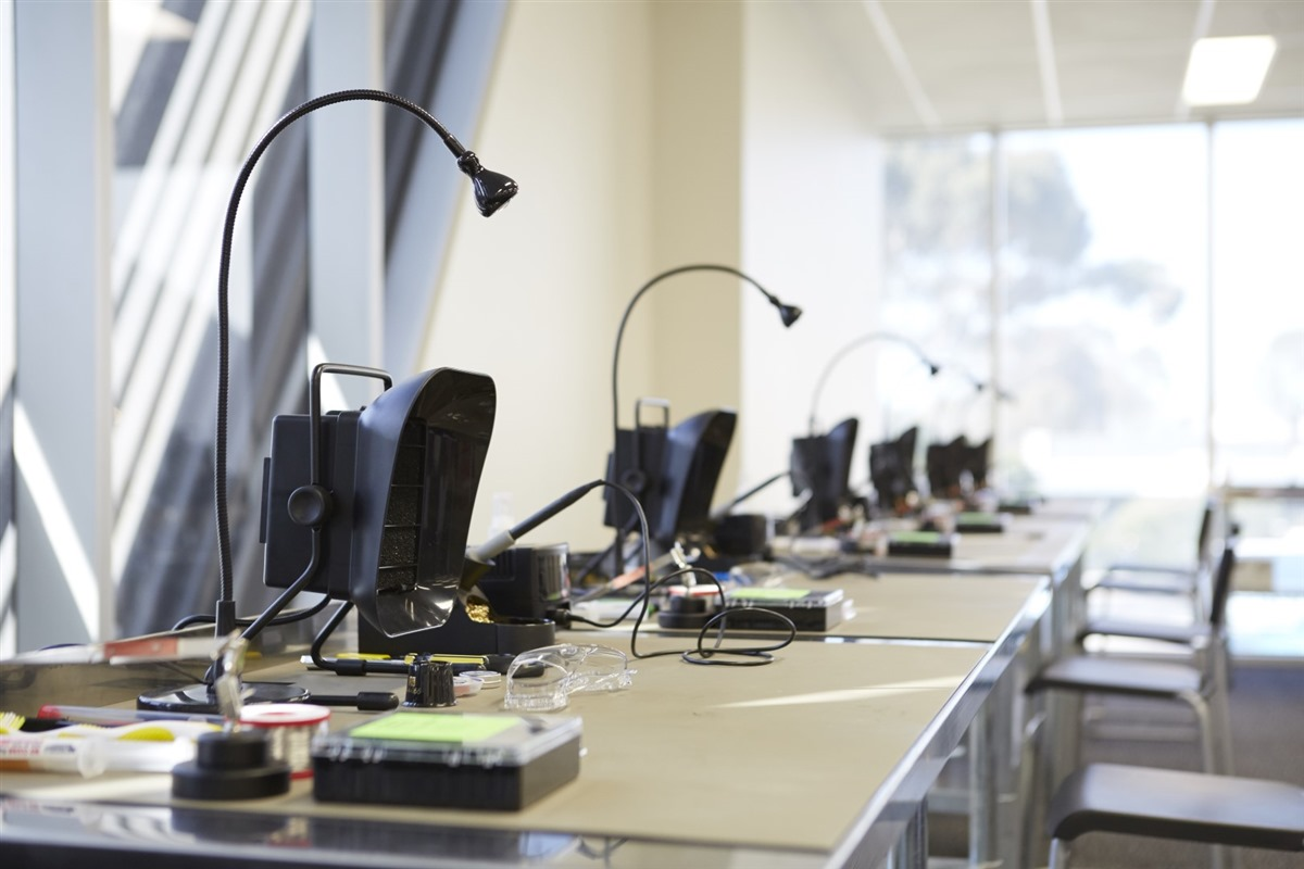 Advanced EEPROM, MCU & Soldering (AEE102) - LSC - leading
